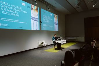 2018 Woman giving presentation