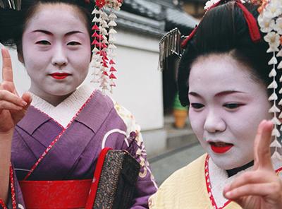 Golden temple geisha in Kyoto, Japan. Image by Marc Veraart.