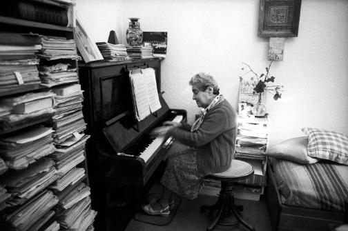 Piano accompanist Miriam Rochlin at home 887 Drummond Street Carlton 1990