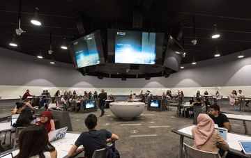 Students learning in the round