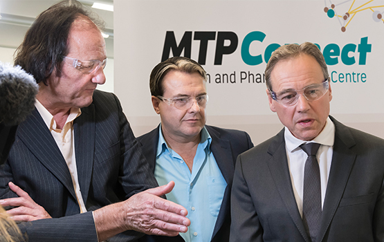 The Minister for Health, the Hon. Greg Hunt MP (right) with the Co-Directors of the Monash Centre of Biospectroscopy, Dr Phil Heraud (left) and Associate Professor Bayden Wood (centre).