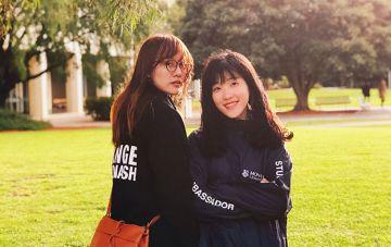Smiling Monash student ambassadors