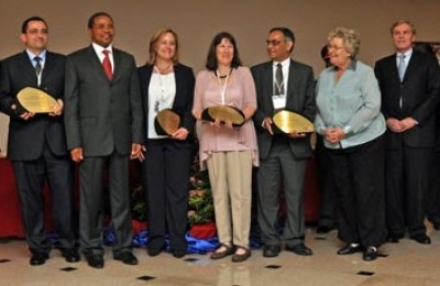 Recipients of the MMV Drug Project of the Year Award. Image: MMV