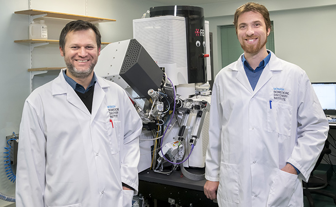 Dr Sergey Gorelick and Associate Professor Alex de Marco in front of the PIE-scope.
