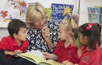 Professor Marilyn Fleer reads with young school children