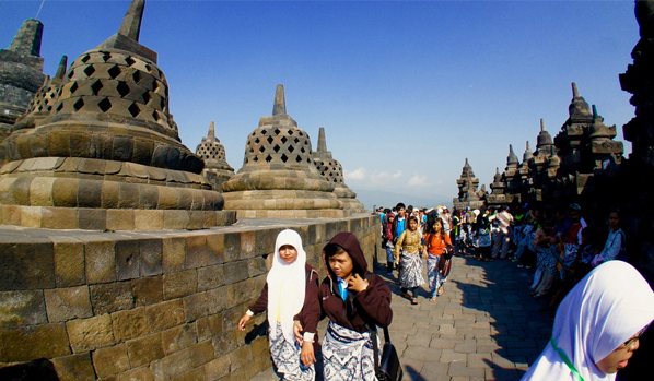 Get $3,000 to study in Indonesia