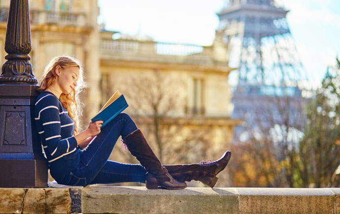 Student reading in Paris