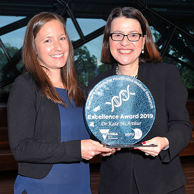 Dr Kate McArthur receiving her award from Victorian Minister for Health Jenny Mikakos MP.