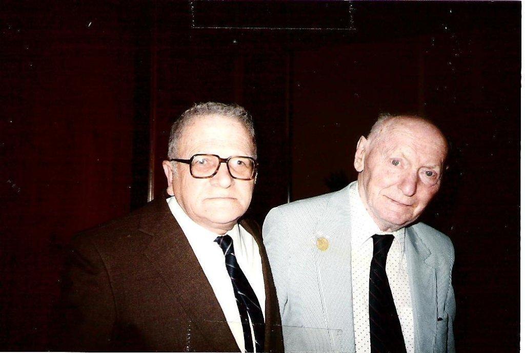Shmuel Bennett (on left) with Nobel Prize winner Isaac Bashevis Singer in Miami 1986