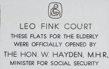 Leo Fink Court plaque