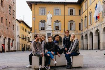 Students in Piazza del Comune