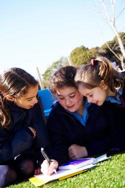 Girls at Sholem Aleichem College