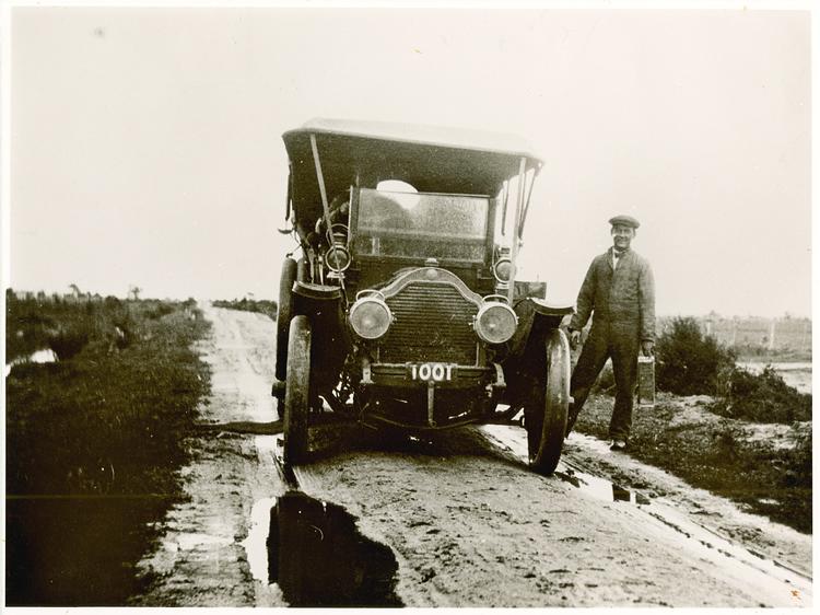 Sand road south of Nar Nar Goon, 1913