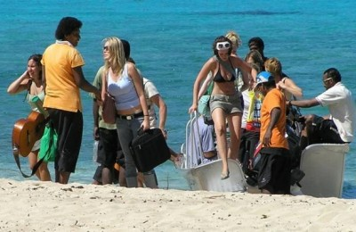 Backpackers in Fiji
