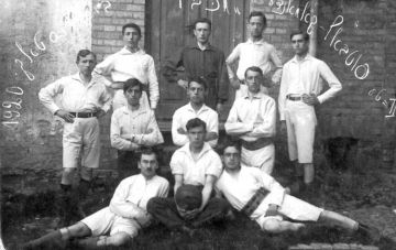 Leo Fink, centre, with the Maccabi soccer team Bialystok, 1920